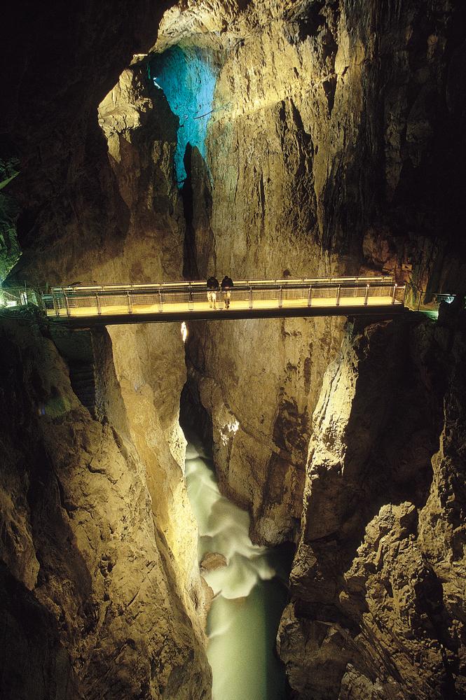 Cerkvenikov_most