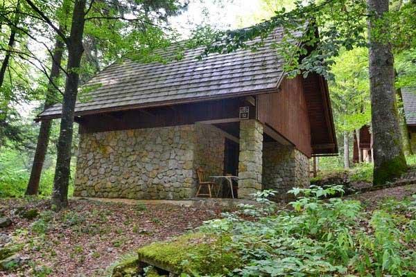 Camping-Pivka-jama-bungalows