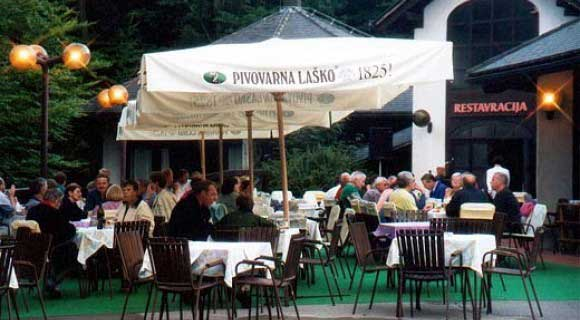 Camping-Pivka-jama-restaurant